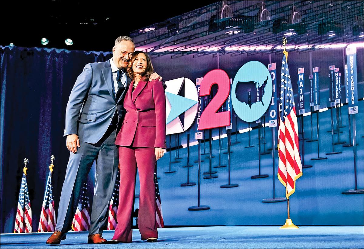 美國民主黨副總統候選人賀錦麗(右)的律師夫婿任德龍(左)加入的「歐華律師事務所」,與中共有密切的業務往來。(AFP)