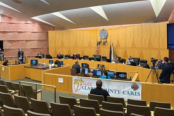 內華達州最大的克拉克縣,縣委員們動議要對當地C選區進行重新選舉,卻對其它席位包括總統的投票結果仍予以認證通過。(姜琳達/大紀元)