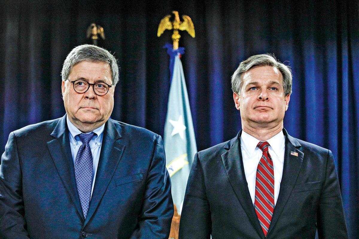司法部長巴爾(左)表示,儘管仍有許多工作要做,司法部將持續追究那些竊取或以其他方式非法獲取美國知識產權個人的責任。而FBI局長雷(右)再次強調,FBI每10個小時就會提出一個與中共有關的反情報案件。(Getty Images)