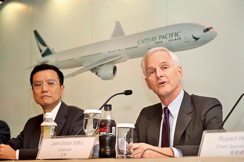 國泰航空主席史樂山(右)和行政總裁朱國樑(左)。(余鋼/大紀元)