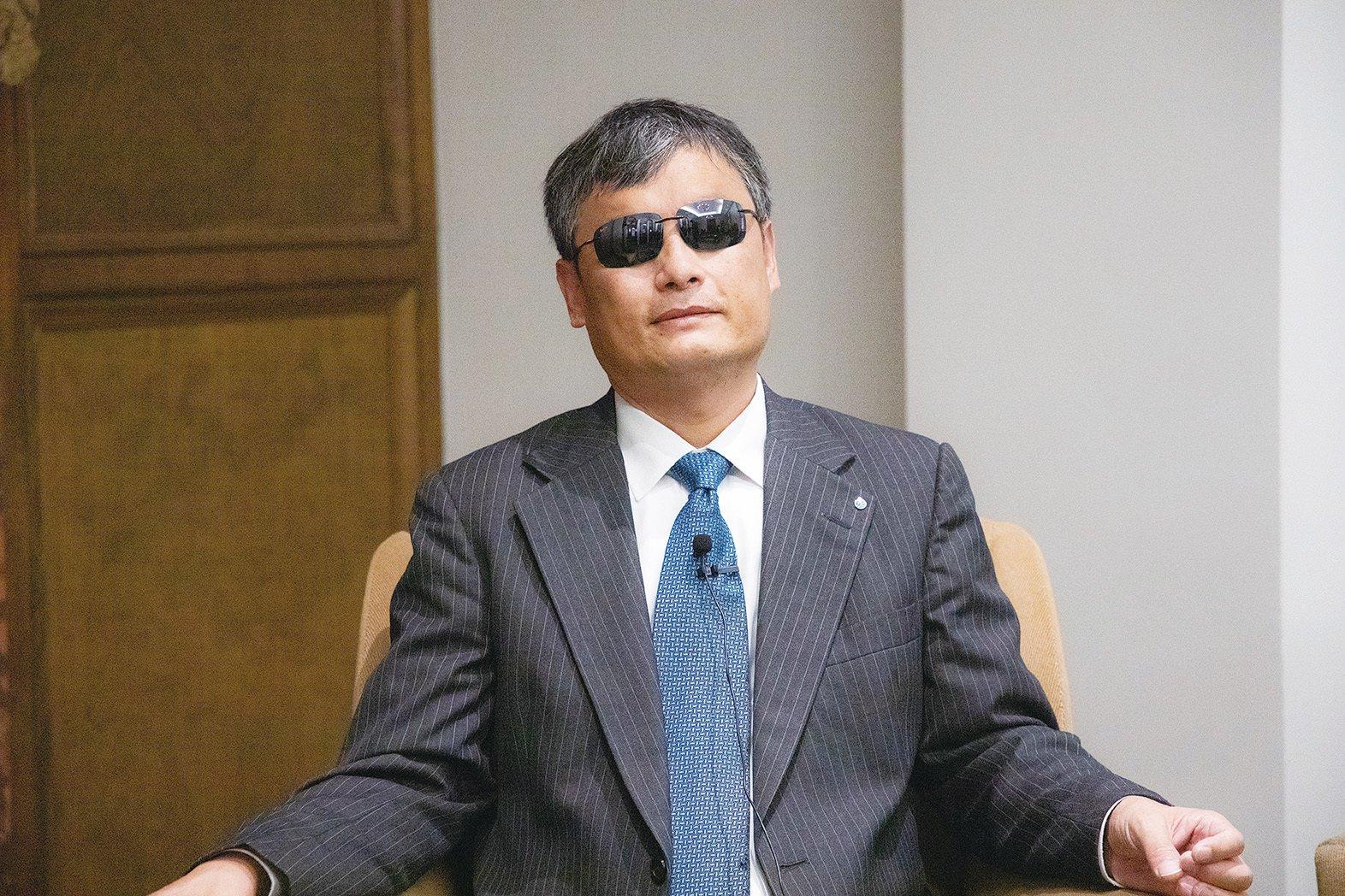 流亡美國的知名維權律師陳光誠呼籲把中共邪惡政權掃進歷史的灰燼,唯有如此,全球才能在一個民主制衡的體系下運行。(大紀元資料圖片)