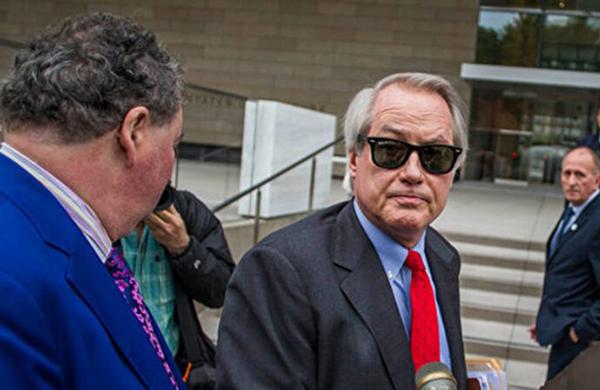11月18日,特朗普團隊大律師林伍德(Lin Wood,中)說,有切實證據證明,佐治亞州官員串通舞弊。(Apu Gomes/Getty Images)