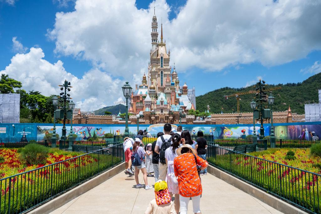 圖為夏日的香港迪士尼樂園。(Billy H.C. Kwok/Getty Images)
