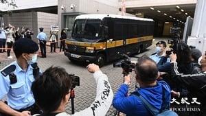 【圖片新聞】黃之鋒等三人還押候判 乘囚車離開