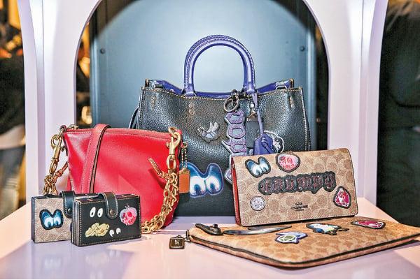 蔻馳(Coach)與迪士尼合作推出的手包。(Getty Images)