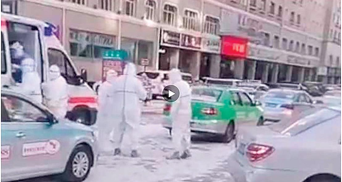 內蒙古滿洲里爆發疫情後,當地已經封城、封校,多個小區被封閉管理。(視頻截圖)
