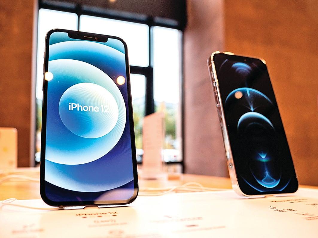 iPhone12系列的屏幕被評最佳。(Shutterstock)