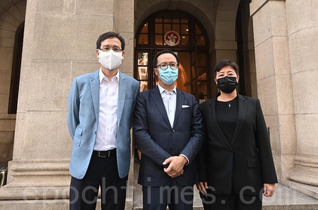 前立法會議員葉建源、梁繼昌和黃碧雲(左到右)前來聲援社民連。(宋碧龍/大紀元)