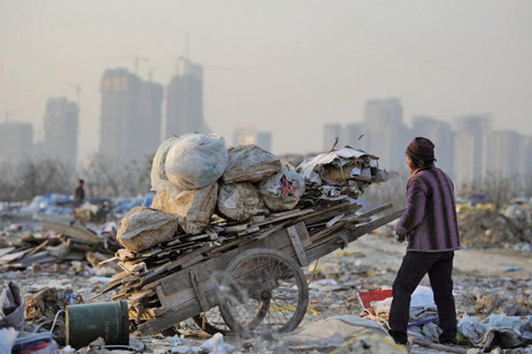 北京大學早前一份研究報告顯示,中國的貧富差距已經居世界所有國家之最。(STR/AFP via Getty Images)