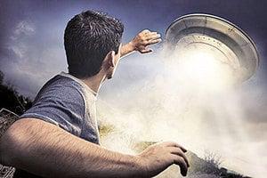 英男聲稱被外星人綁架在太空船上遇到歌星