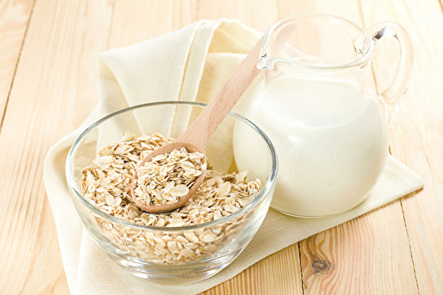 喝一杯 「天然B群」燕麥牛奶 提神、助眠又解毒