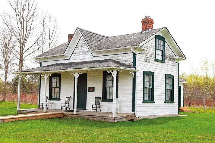 翻新有豐富歷史的遺產房屋前,應先向當地政府諮詢。(shutterstock)