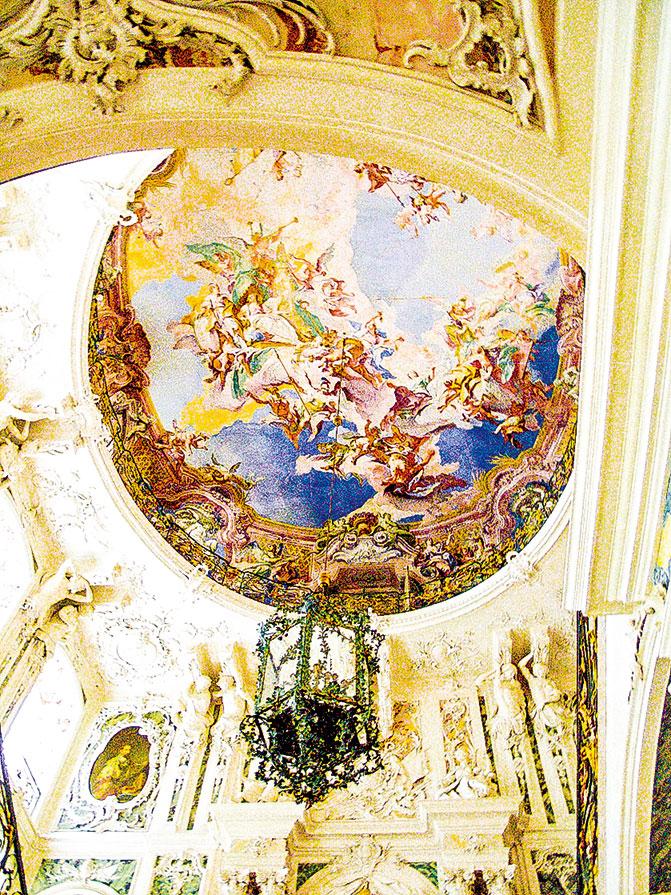 奧古斯都堡大樓梯的天花板。(Островский Александр, Киев Wikimedia Commons)