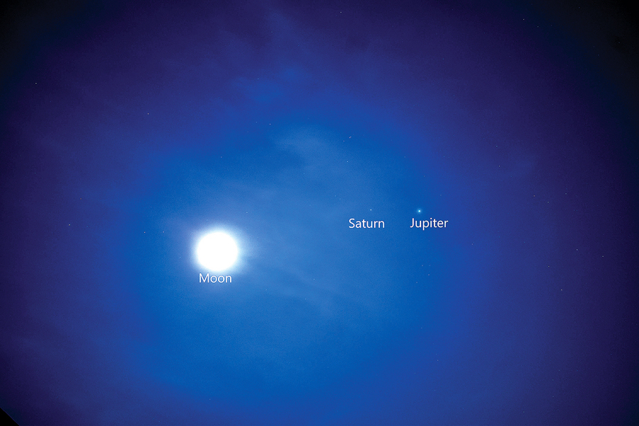 八百年一見土星和木星聖誕節相會