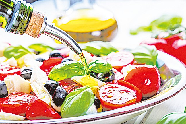 特級初搾橄欖油以涼拌或低溫烹調最能保存橄欖油原有的風味。