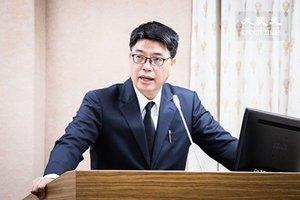 台灣擬禁陸媒制播政論節目 駐台陸媒記者陸續返鄉