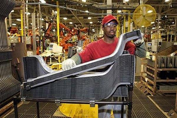 受到疫情衝擊的影響,美國11月製造業景氣已自近兩年來的高峰滑落。(法新社)