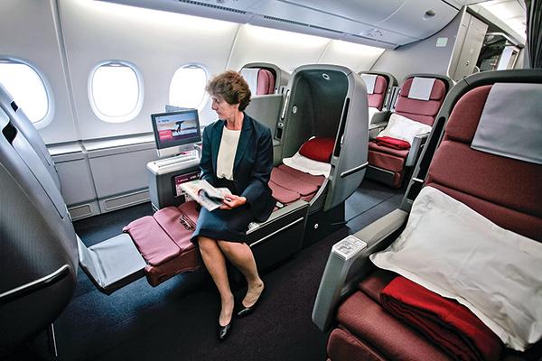 2008年,法國圖魯斯機場一架客機商務艙的乘客。(Getty Images)