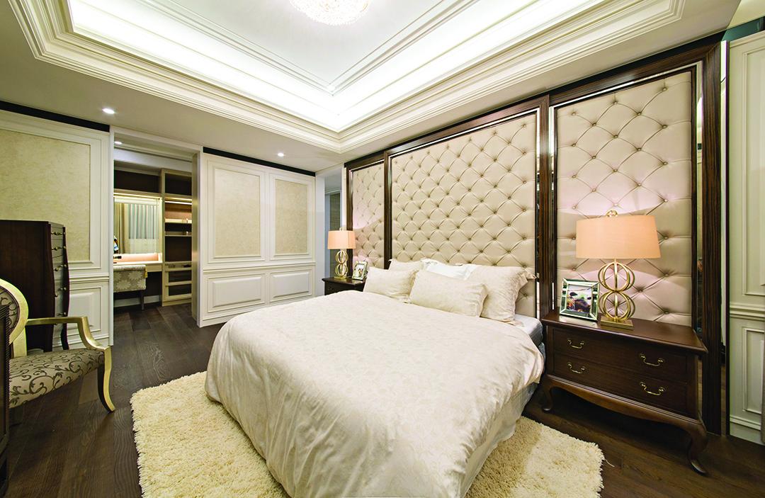 床頭板是臥室的關鍵焦點,它可以改變空間的觀感。