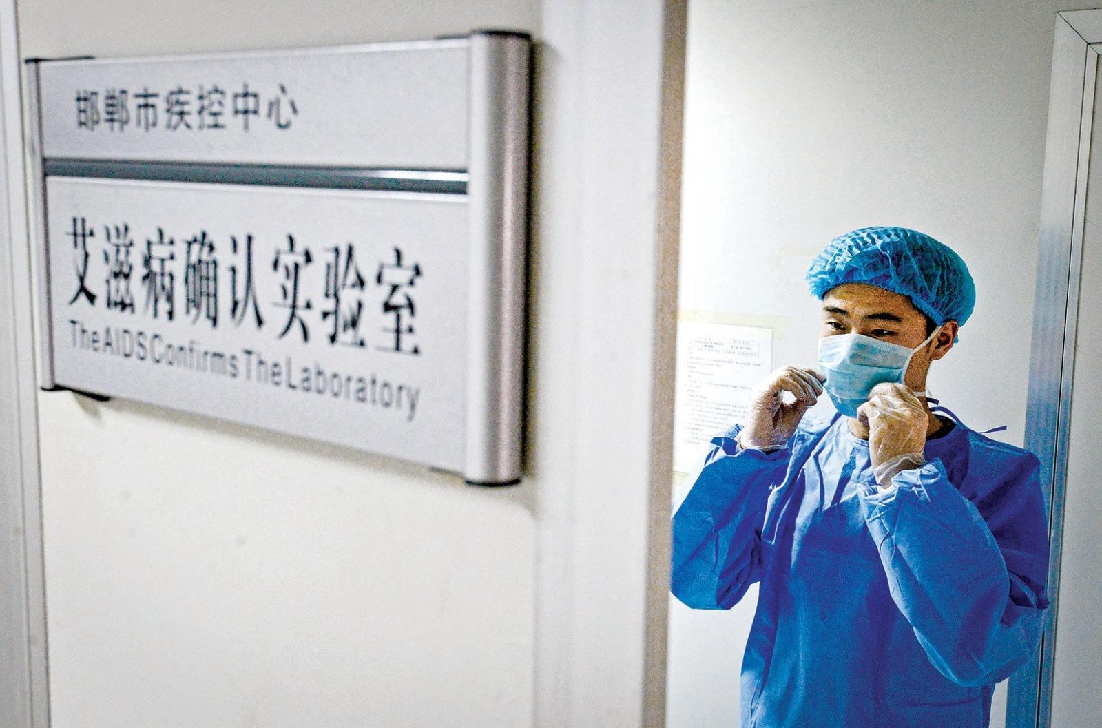 在中國,60歲以上年齡區間的老人成為愛滋病感染年增率最高的族群,10年暴增500%,其中60%承認曾嫖妓及一夜情。(大紀元資料圖片)