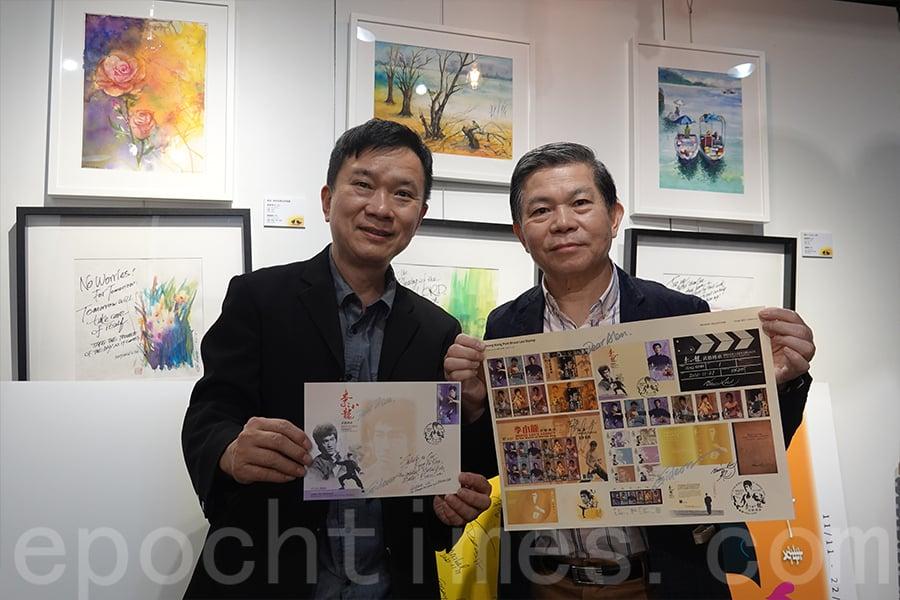 郵票設計師賴維鈞(左)與前香港收藏家協會會長張順光(右)。(曾蓮/大紀元)