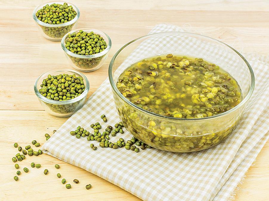 綠豆薏仁湯可改善皮膚乾癢,並使皮膚變得光滑細緻。(胡乃文開講提供)