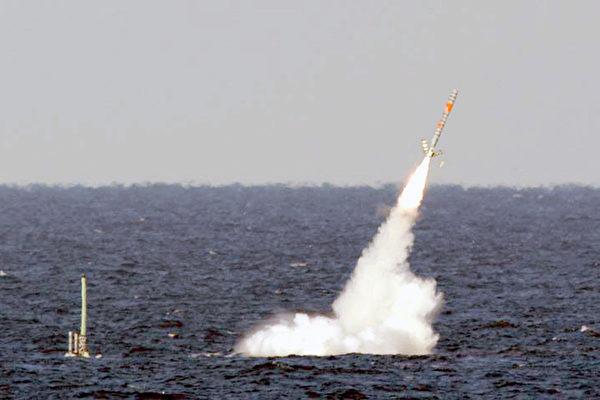 美國潛艇發射戰斧巡航導彈。(維基百科公有領域)
