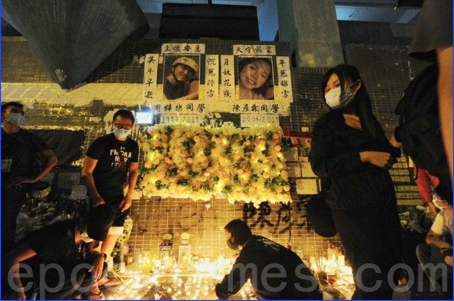 2019年12月12日,香港民眾到香港科技大學學生周梓樂身故地點將軍澳尚德停車場進行悼念。(大紀元資料圖片)