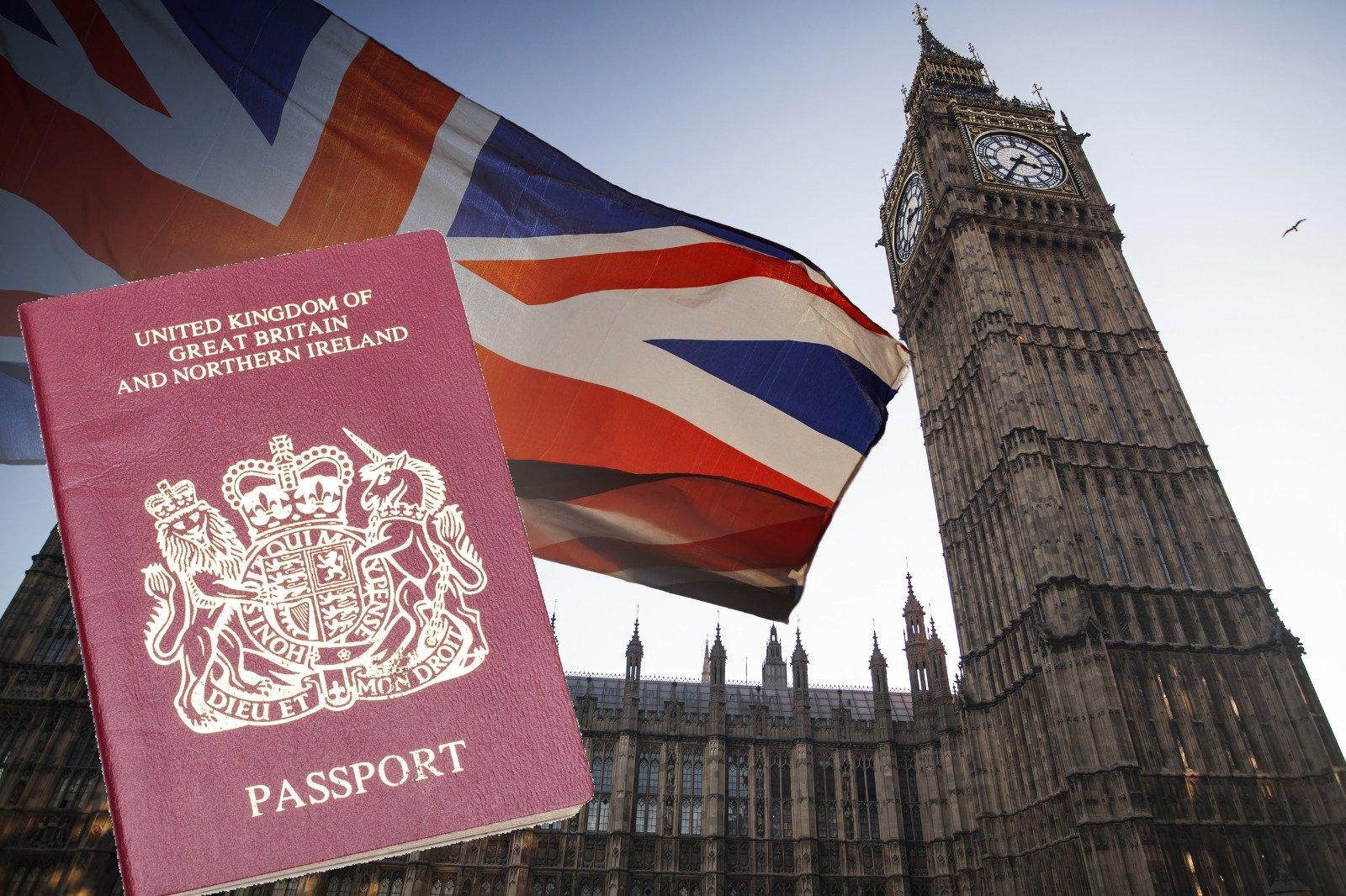 明年一月,英國正式對持有英國國民(海外)BNO護照的港人及近親開放入境簽證申請。(大紀元合成圖片)