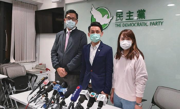 民主黨昨日召開周年會員大會,羅健熙(中)當選主席,林卓廷(左)及梁翊婷(右)當選副主席。(貝蒂/大紀元)