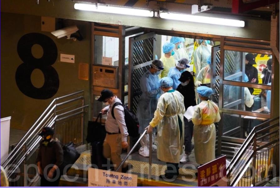 (組圖)葵盛西邨八座五樓住戶須入檢疫中心