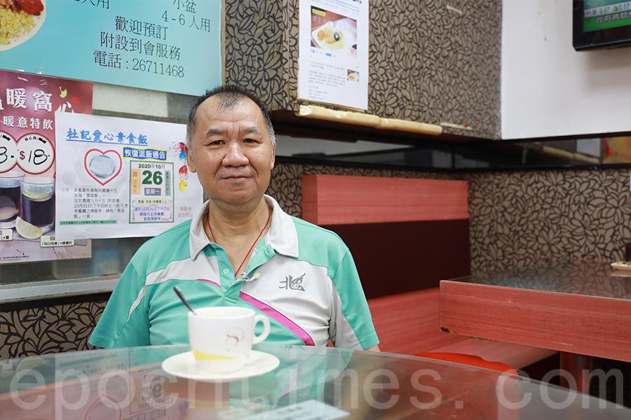 長子杜貴財,自小就作為母親的助手,八十年代開舖後一直在餐廳工作。(陳仲明/大紀元)