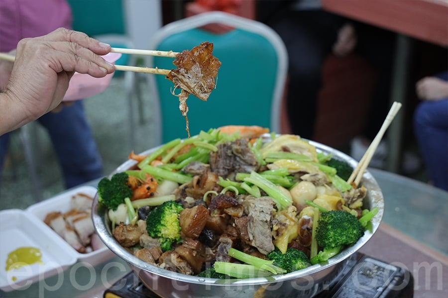 盆菜中的門鱔乾。(陳仲明/大紀元)