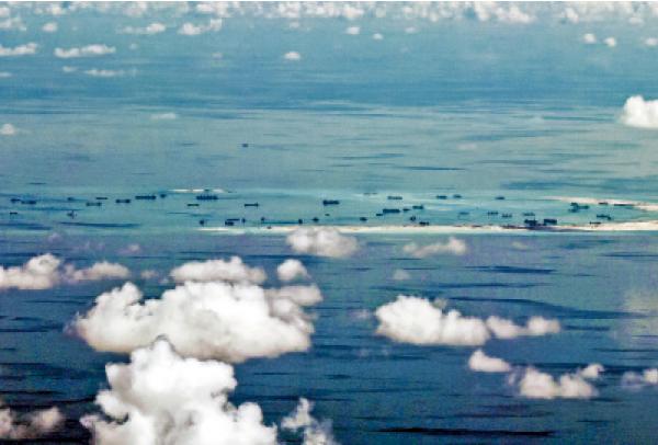 北京承認南海島礁易攻難守