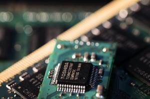 中國晶片業連遭重擊 或致多產業崩潰