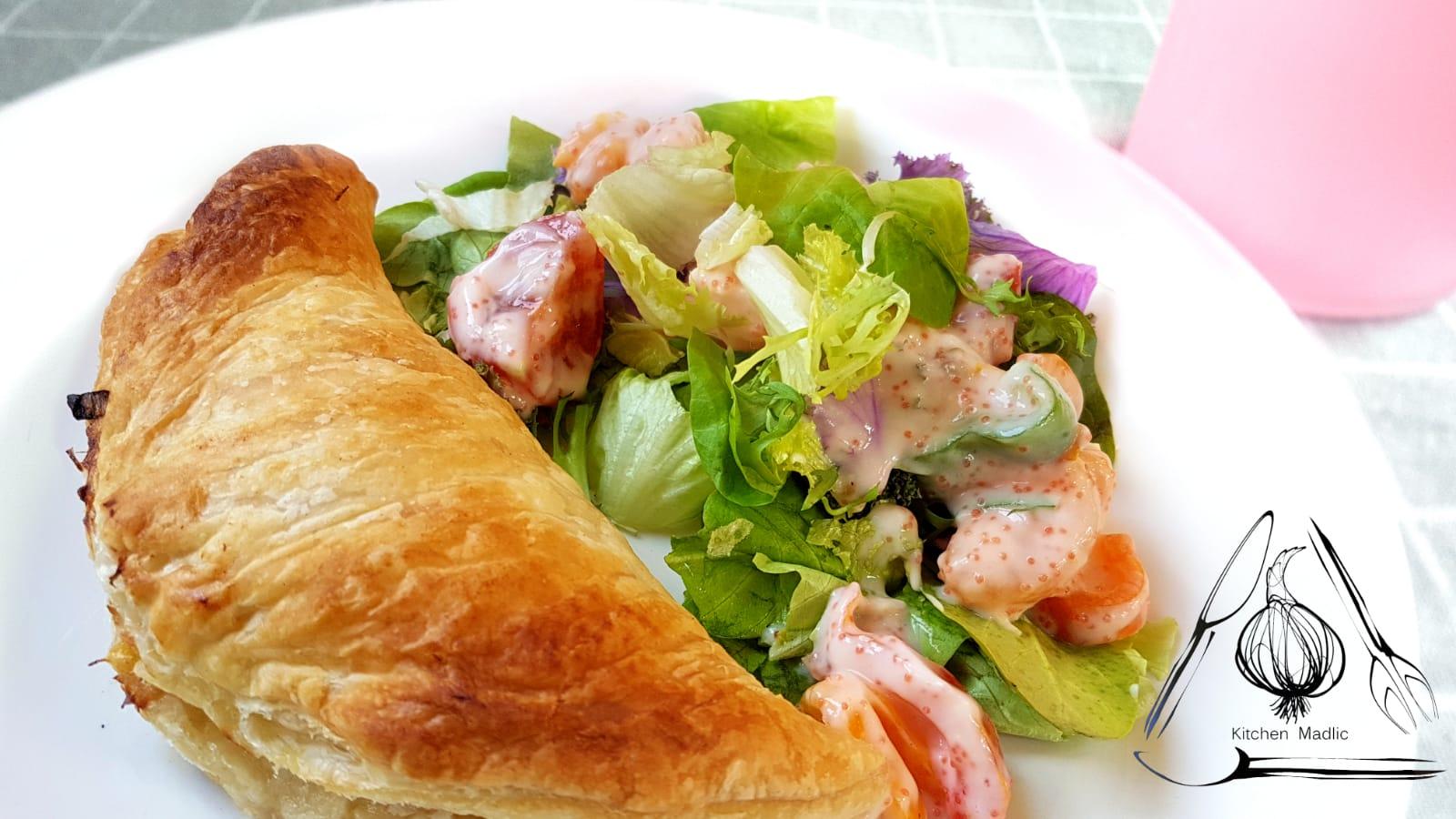大蔥野菌海鮮酥皮盒配蜜柑沙律。(Kitchen Madlic提供)