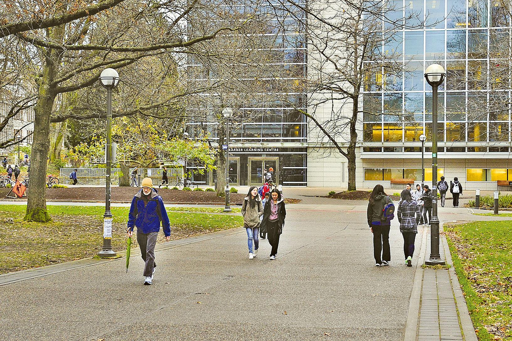 加拿大生活自由,學習環境優良,競爭也不那麼激烈,是中國留學生的佳選。圖為卑詩大學。(大紀元資料室)
