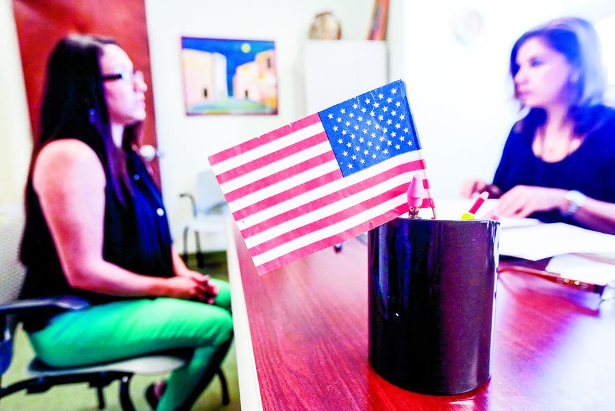 北美生活 : 修改公民考試試題