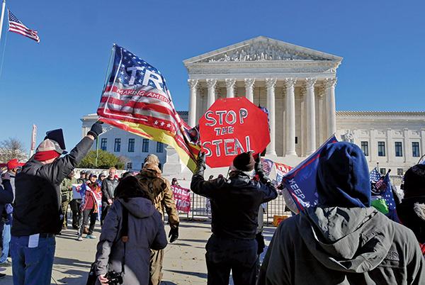 美民眾最高法院前集會 籲參加周六華府「停止竊選」活動