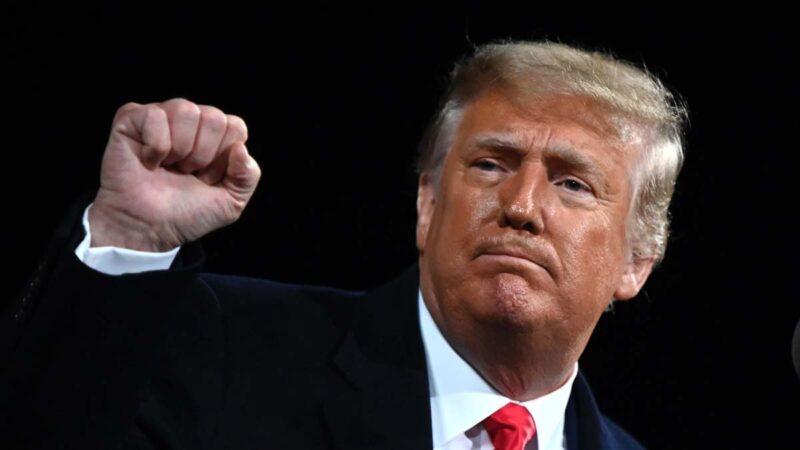 美國總統特朗普12月10日首次以「政變」形容這次的美國大選。圖為特朗普12月5日在佐治亞州支持共和黨參議員候選人的集會上。(ANDREW CABALLERO-REYNOLDS/AFP via Getty Images)