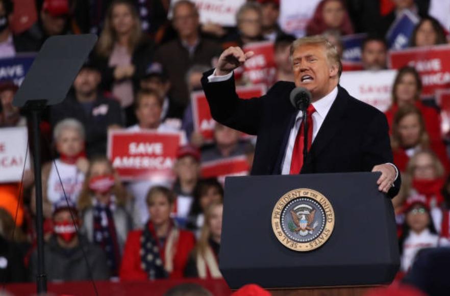美國一些法律專家認為,德州訴訟一定會贏,從而讓現任總統特朗普連任成為定局。(Spencer Platt/Getty Images)