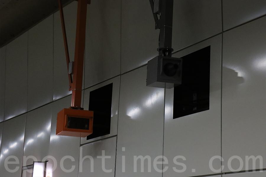 隧道內設有12部超速檢控攝影機。(陳仲明/大紀元)