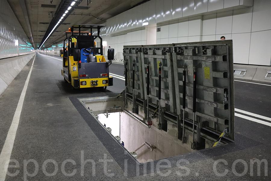行車道下方設有公用設施走廊以裝置公用及其它機電設施。(陳仲明/大紀元)