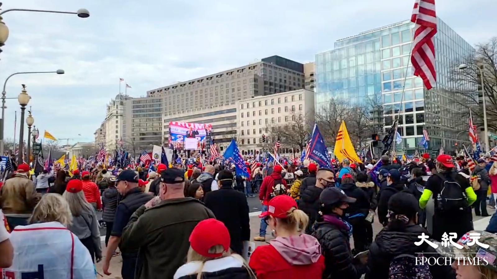 12月12日,美國民眾再次發起大型遊行集會支持特朗普、反對大選舞弊。(明月/大紀元)