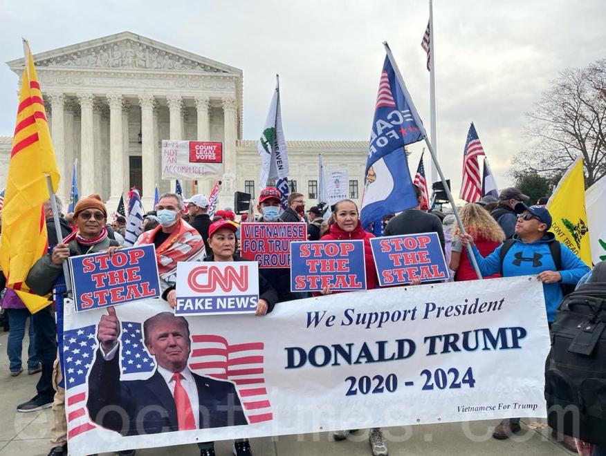 美國首都華盛頓DC,12月12日舉行一系列大型遊行及集會活動,以表達對特朗普總統的支持,當地時間上午9:30民眾參加抗議選舉舞弊和腐敗的「耶利哥遊行」。(吳芮芮/大紀元)