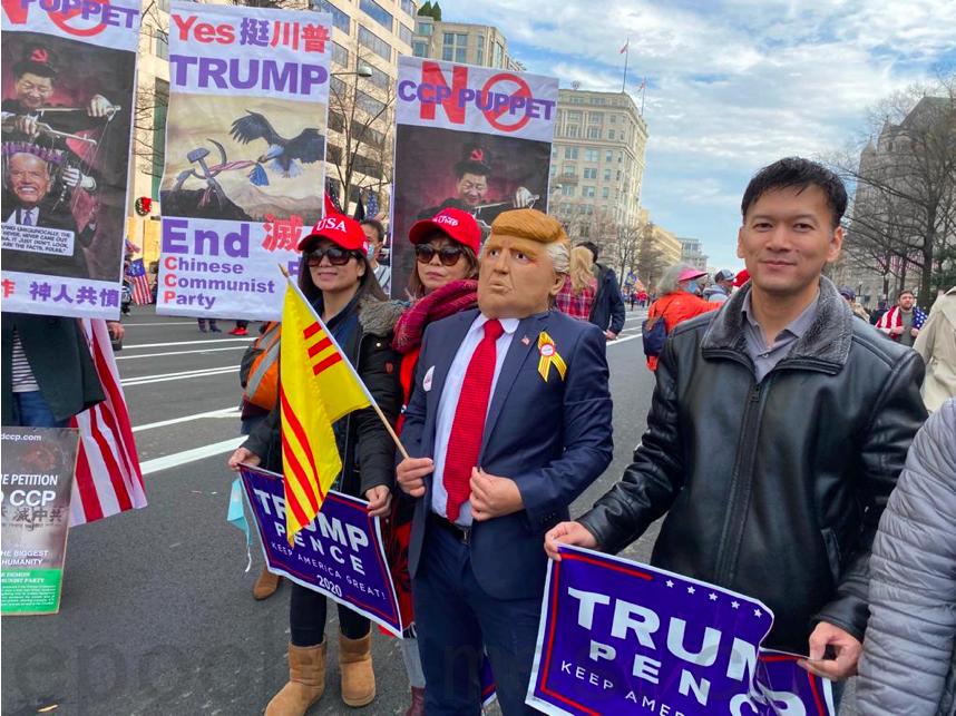 12月12日,民眾在自由廣場集會支持特朗普。(吳芮芮/大紀元)