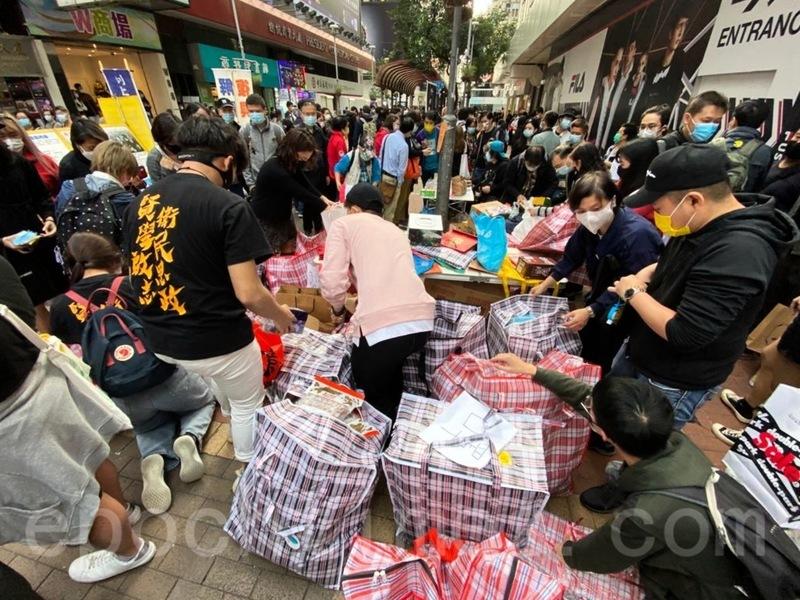 香港賢學思政旺角街站集物 為牆內手足節日送溫暖