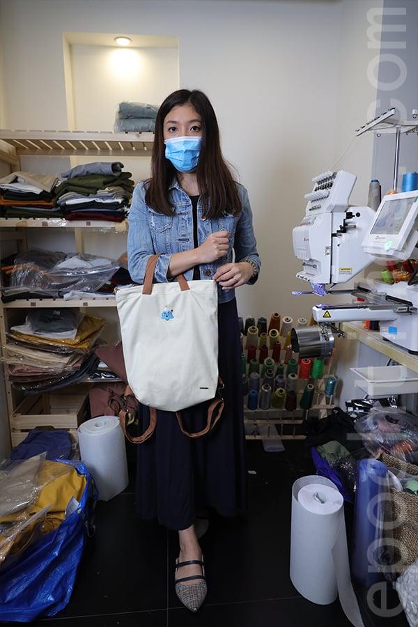 Jazmine設計的仙人掌角色形象各異,各有特色,如今購入刺繡機,可以隨心製作自己想要的圖案,並能幫客人訂製個性化服裝、書包、收納袋等。(陳仲明/大紀元)