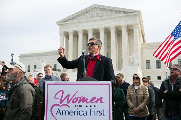 2020年12月12日上午,弗林將軍在美國最高法院前發表演講。(李莎/大紀元)
