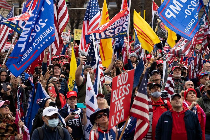 2020年12月12日,美國華盛頓DC,民眾在自由廣場舉行集會遊行支持特朗普總統。(Tasos Katopodis/Getty Images)